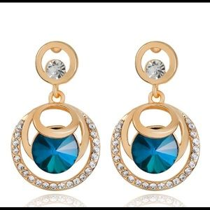 Blue crystal round earring